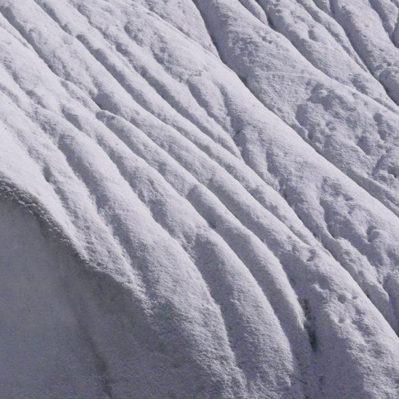 Particolare della morfologia e dei giochi di luce sul ghiacciaio del Baltoro - Foto Carlo Alberto Garzonio - Riproduzione riservata