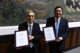 da sinistra, Piero Baglioni e Junbai Li