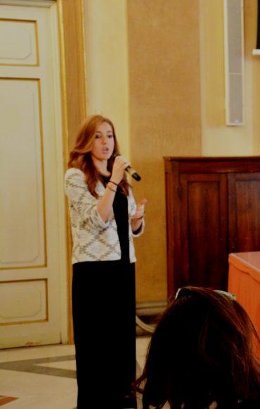 Cristina Cirillo dottoranda di ricerca interviene all'incontro con il vice ministro Mario Giro