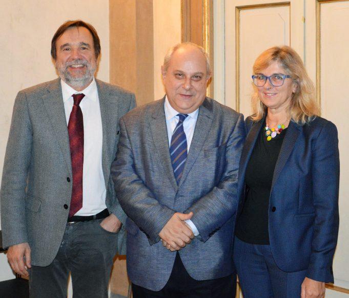 Da sinistra il rettore Luigi Dei, il vice ministro Mario Giro, il prorettore alle relazioni internazionali Giorgia Giovannetti