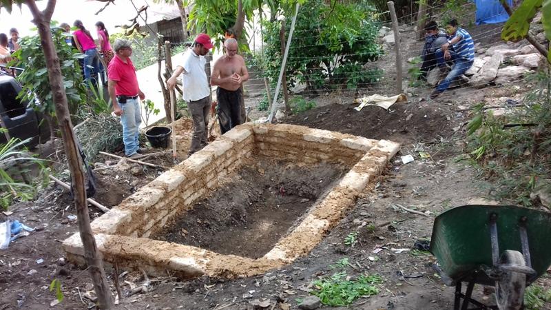 Cantiere didattico per la costruzione di sistemi di water harvesting da tetto con materiali locali - Prof. Antonio Giacomin (Regione del Corridor Seco, Guatemala)