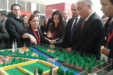 Enrica Caporali spiega la simulazione alla presenza dei Ministri della Ricerca di Italia e Cina, Marco Bussetti e Wang Zhigang
