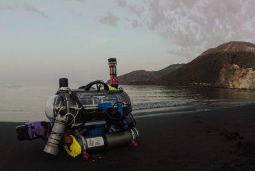 Il robot FeelHippo sulla spiaggia di Vulcano