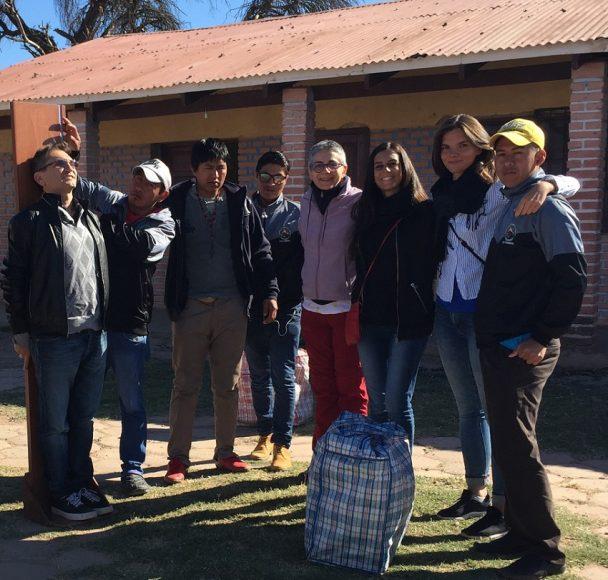 Francesca Mariotti e Martina Cecchetti (la seconda e terza da sinistra) nel Chaco boliviano
