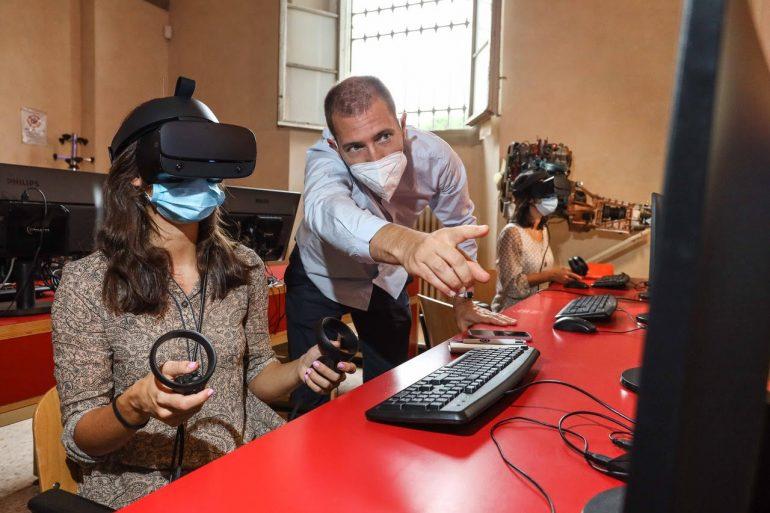 stidentessa visore didattica immersiva