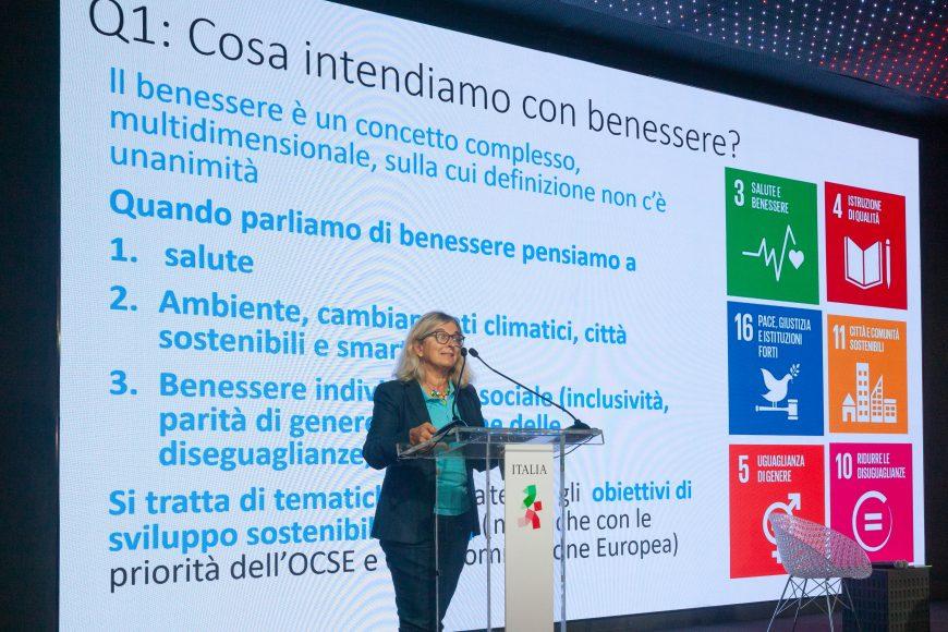 Giorgia Giovannetti nel corso del suo intervento presso il Padiglione Italia all'Expo di Dubai